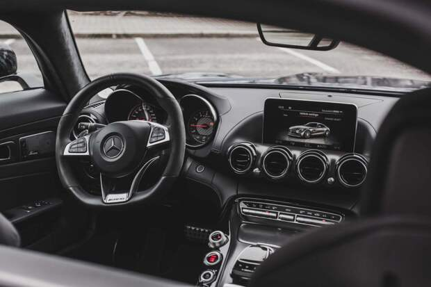 Боттас продает свой «Мерседес» AMG GT за €190000