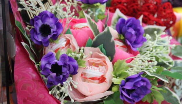 Названа средняя стоимость цветов в преддверии Дня учителя в Подмосковье