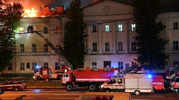 Пожар вздании Военного университета вМоскве удалось ликвидировать
