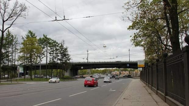 Дорожный ремонт с 15 мая ограничит движение по нескольким улицам Петербурга