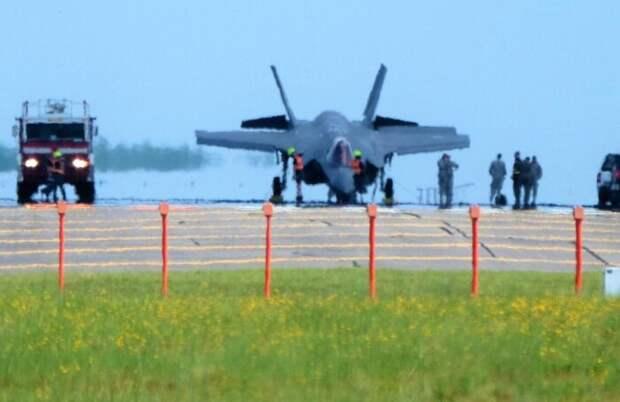 Британский авианосец «Queen Elizabeth» потерял уже один истребитель F-35