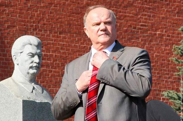 Зюганов выступил со специальным заявлением по поводу нелепых запретов нести красные знамена на шествии 9 мая