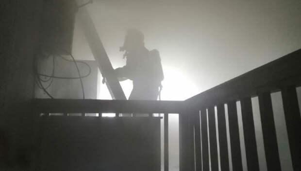 Спасатели показали, как потушили пожар в доме на севере Карелии