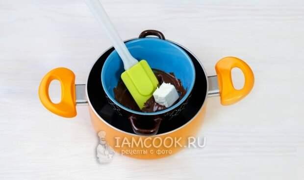 Растопить шоколад с маслом