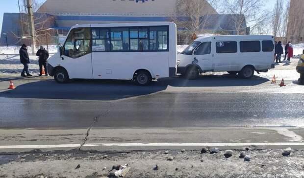 Две маршрутки спассажирами неподелили дорогу вНовотроицке
