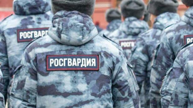 В Томске мужчина напал на росгвардейцев