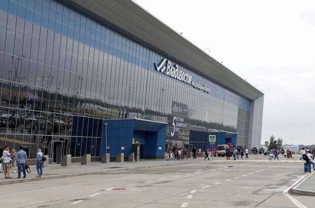 Во Владивостоке пьяный пассажир самолета ударил сотрудника полиции