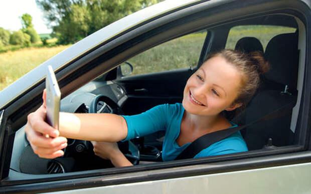 В Госдуме предложили жестче наказывать за использование гаджетов за рулем