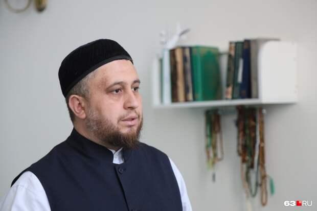 «Быть родителями убийцы — позор для мусульман»: что по этому поводу говорит имам и почему прячут мать с отцом казанского стрелка
