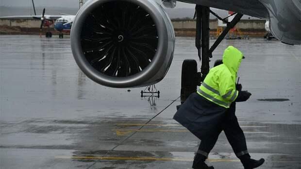 Бразилия прервала авиасообщение с бьющей COVID-антирекорды Индией
