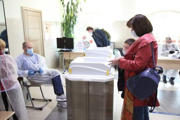 На одном из участков Бабушкинского района за три часа проголосовали около 30 человек