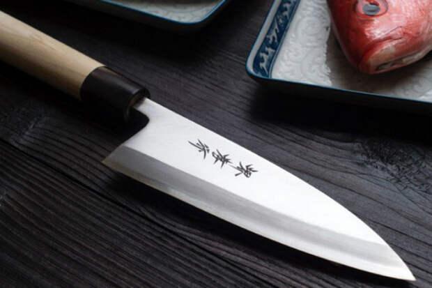 Как заточить нож обычной газетой