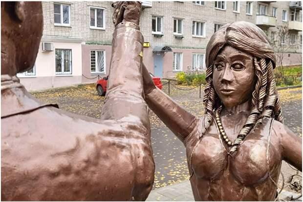 Жителей Нижегородской области напугал памятник молодоженам у ЗАГСа