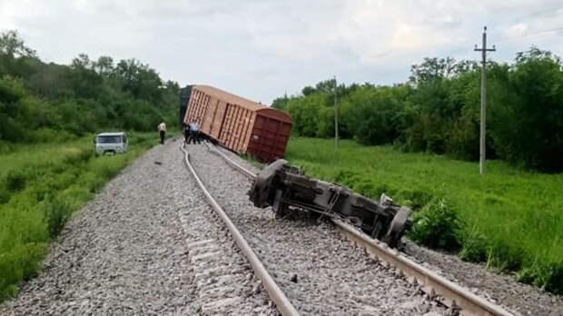 Под Волгоградом сошли с рельсов 20 вагонов поезда