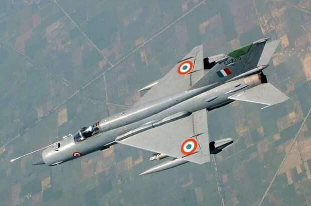 Появились подробности боя с участием индийских Су-30 и пакистанских F-16