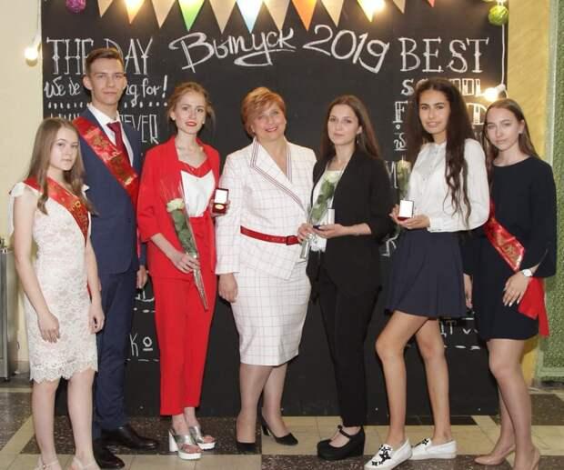 Более 500 выпускников в Удмуртии в этом году получили «золотые» медали