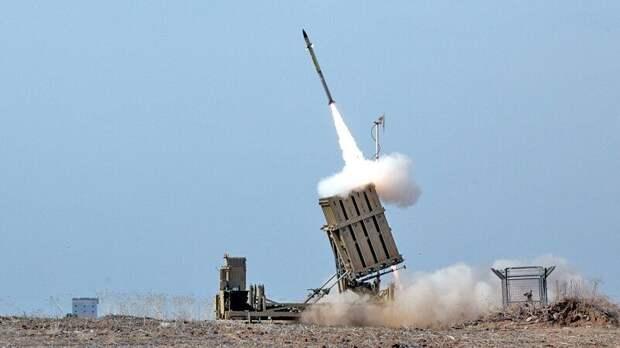 """Система ПВО Израиля """"Железный купол"""" перехватила одну из палестинских ракет"""