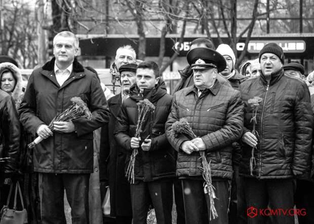 В Симферополе отметили годовщину создания Народного ополчения Крыма 2