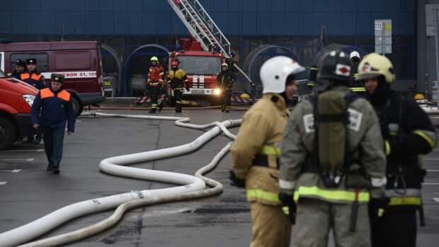 Спасатели потушили «заброшку» в Красногвардейском районе Петербурга