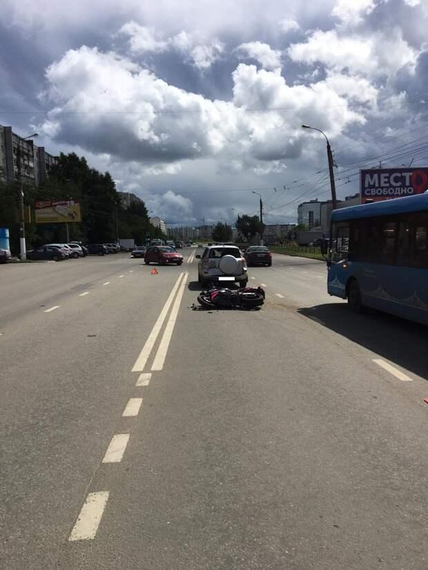 Мотоциклистка, протаранившая машину в Твери, получила множественные травмы