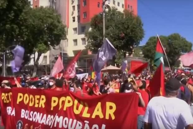 В Бразилии десятки тысяч человек протестовали, требуя отставки президента