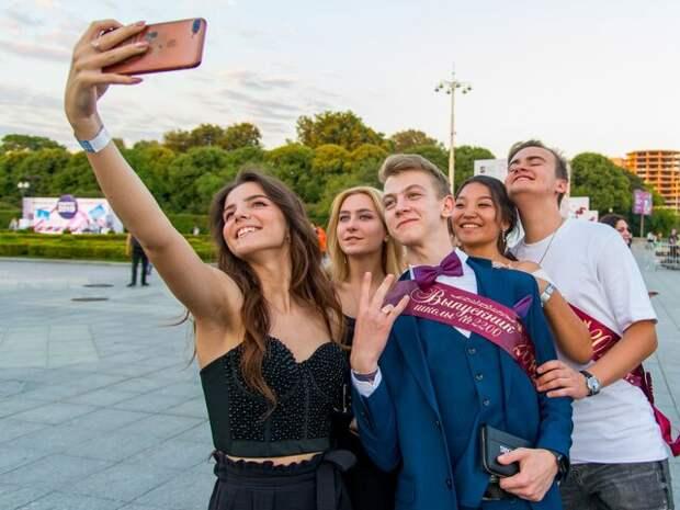 Решение о проведении школьных выпускных остается за регионами – Минпросвещения РФ