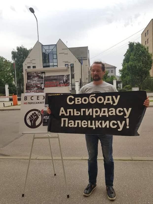 Прибалтика: Тюрьма за отрицание «советской оккупации»