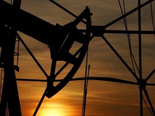Котировки нефти Brent и WTI опускаются на опасениях за спрос
