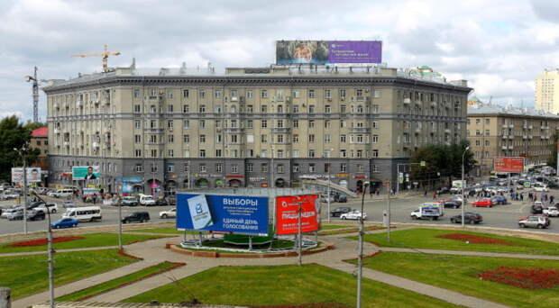 Камень на месте будущей стелы «Город трудовой доблести» установят в Новосибирске 9 мая