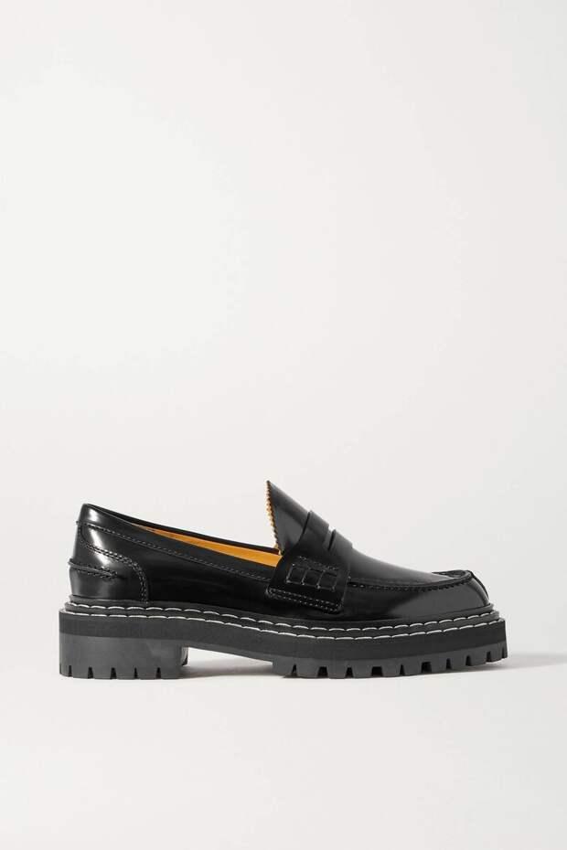 Для модного вдохновения! Эта модель обуви станет самой популярной в 2021 году