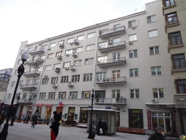 На столичном Арбате продают сразу 2 нежилых помещения