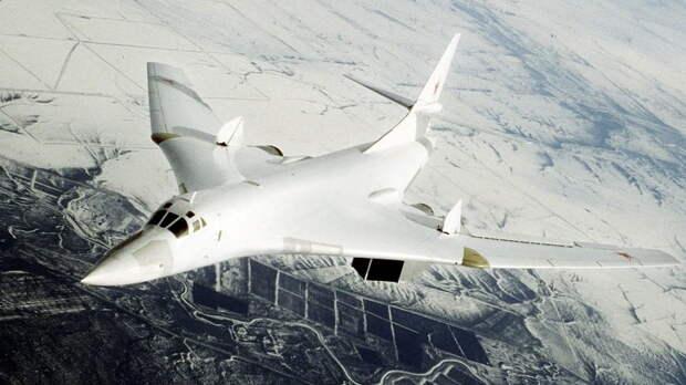 «Белые лебеди» пролетели рядом с Канадой