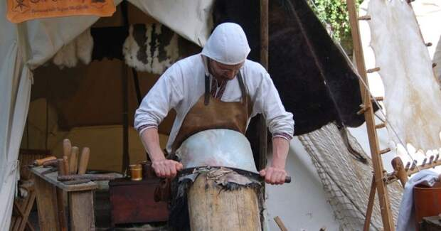 Моча использовалась в выделке коже и ткацком деле. /Фото: info-farm.ru.