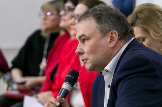 Петр Толстой: Государство должно помогать многодетным семьям, а не изымать детей. фото : Александр Чикин