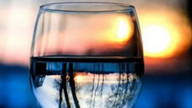 Врачи-диетологи назвали худшее время суток, чтобы пить воду