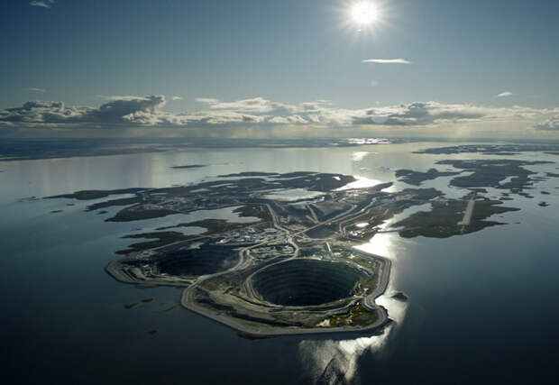 10 огромных ям выкопанных в Земле, в которые может поместиться целый город