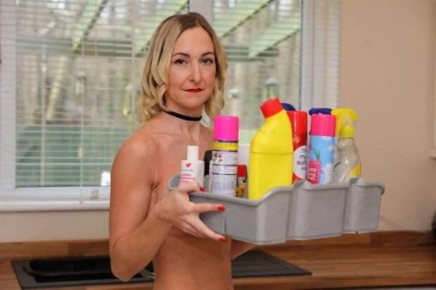 Чистый соблазн: британка убирает дома в чем мать родила