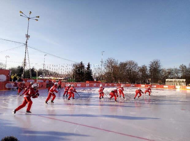В Чехове торжественно открыли центральный новогодний каток