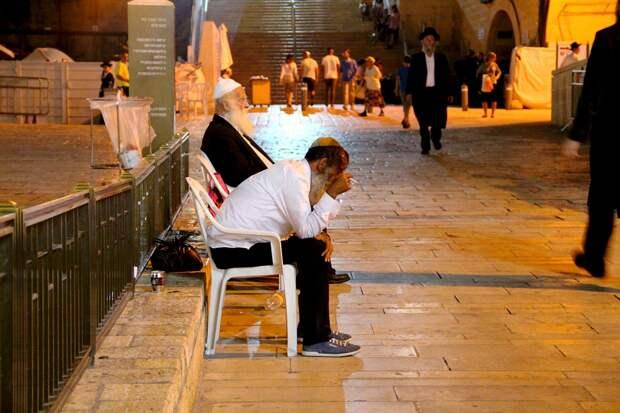 Верующий иудей возле Стены плача в Иерусалиме - РИА Новости, 1920, 20.04.2021