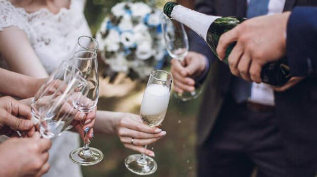 Девушка закрутила роман с чужим женихом прямо на его свадьбе