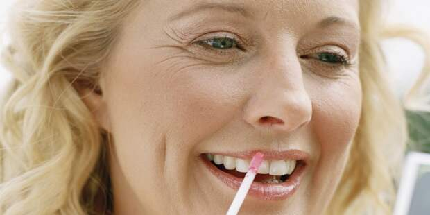 Карандаш для губ - табу.