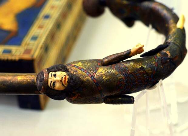 Трости фараона Тутанхамона обнаруженные в его гробнице.
