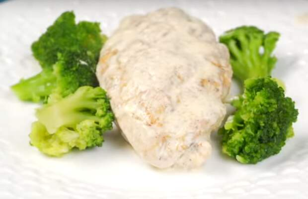 Аппетитное куриное филе в кремовом соусе