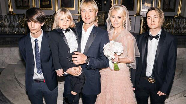 Яна Рудковская в пятый раз станет мамой