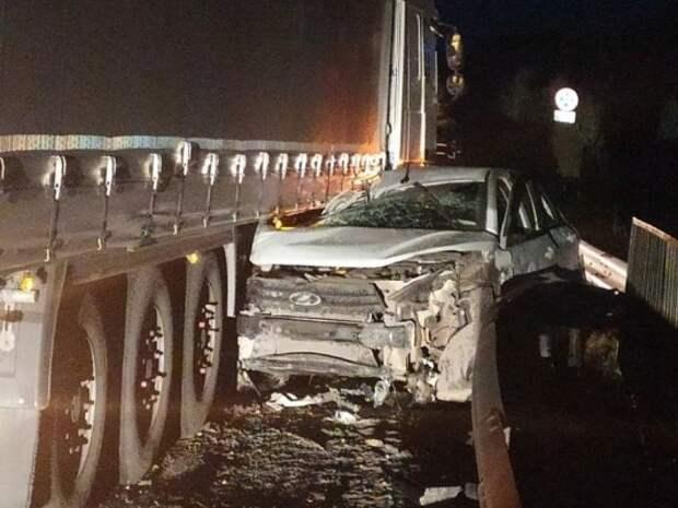 В Удмуртии в ДТП с грузовиком пострадали мужчина и женщина с годовалым ребенком