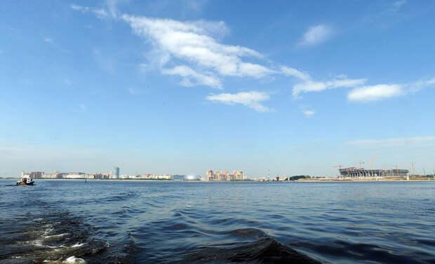 DSC 52131 Нефасадный Петербург: вид с воды