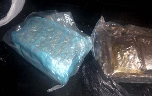 Почти 2 кг гашиша изъяли у двух мужчин в Ижевске