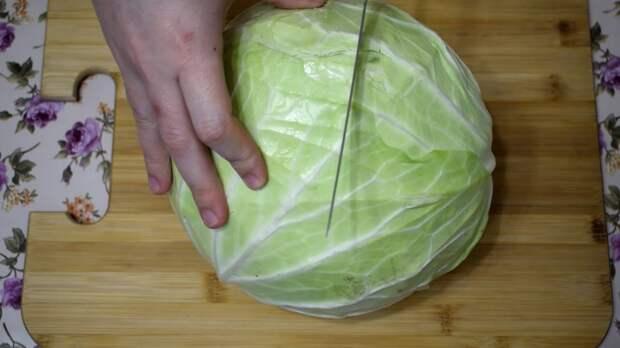 Салат из капусты с необычной подачей: сытно, вкусно и доступно