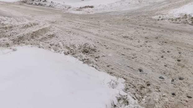 В мэрии Оренбурга открестились от куч грязного снега в пойме Урала