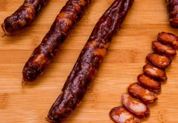 Острая колбаса дома: делаем по рецепту как в Испании